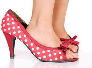 Little-girl-in-heels